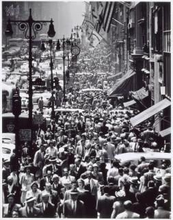 Andreas Feininger, Lunch Rush on Fifth Avenue,New York 1950