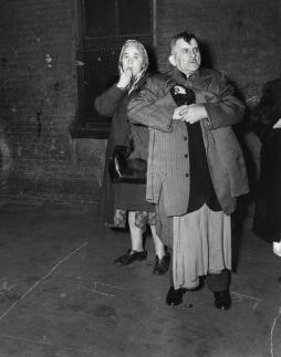 Weegee: Tenement fire, 1945