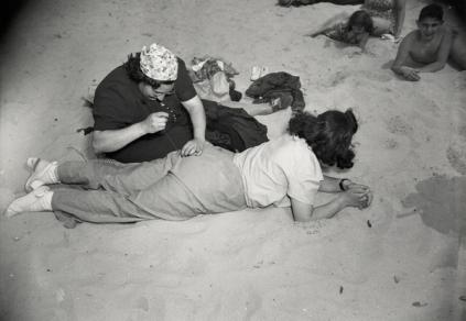Weegee: Mending, Coney Island, 1940