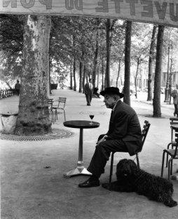 Robert Doisneau: Jacques Prevert au gueridon,1955